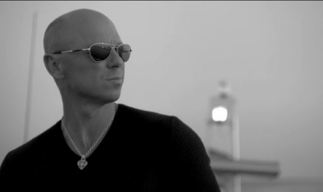 What Sunglasses Is Kenny Chesney Wearing In Come Over Video?