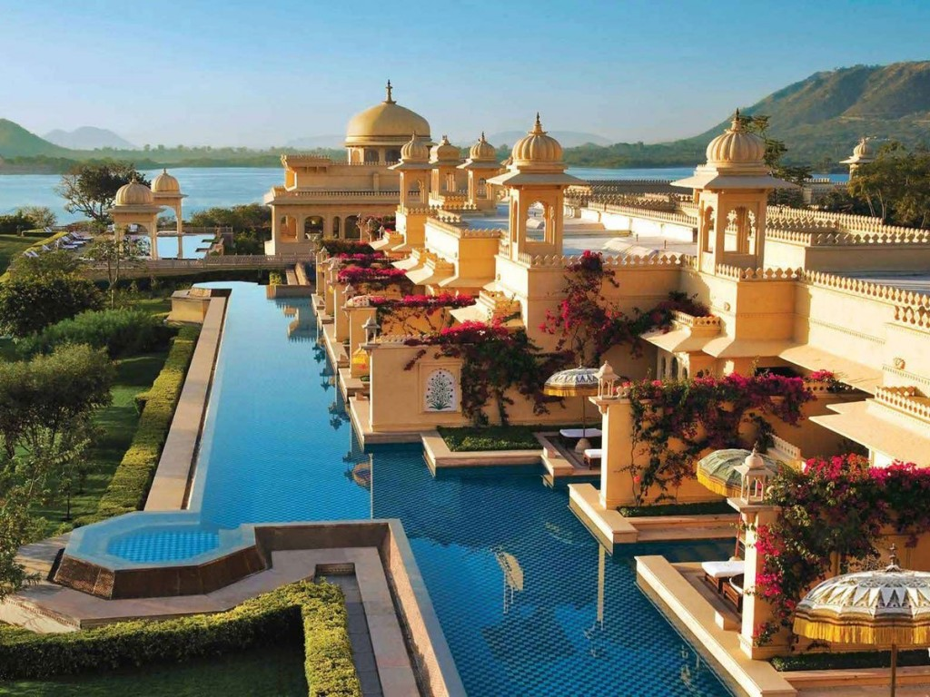 oberoi udaivilas pool india