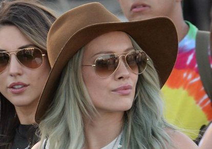 Its always about Ray-Ban Aviators with Hillary Duff. Get this pair: