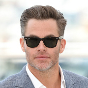 CHRIS PINE RAY-BAN WAYFARER SUNGLASSES